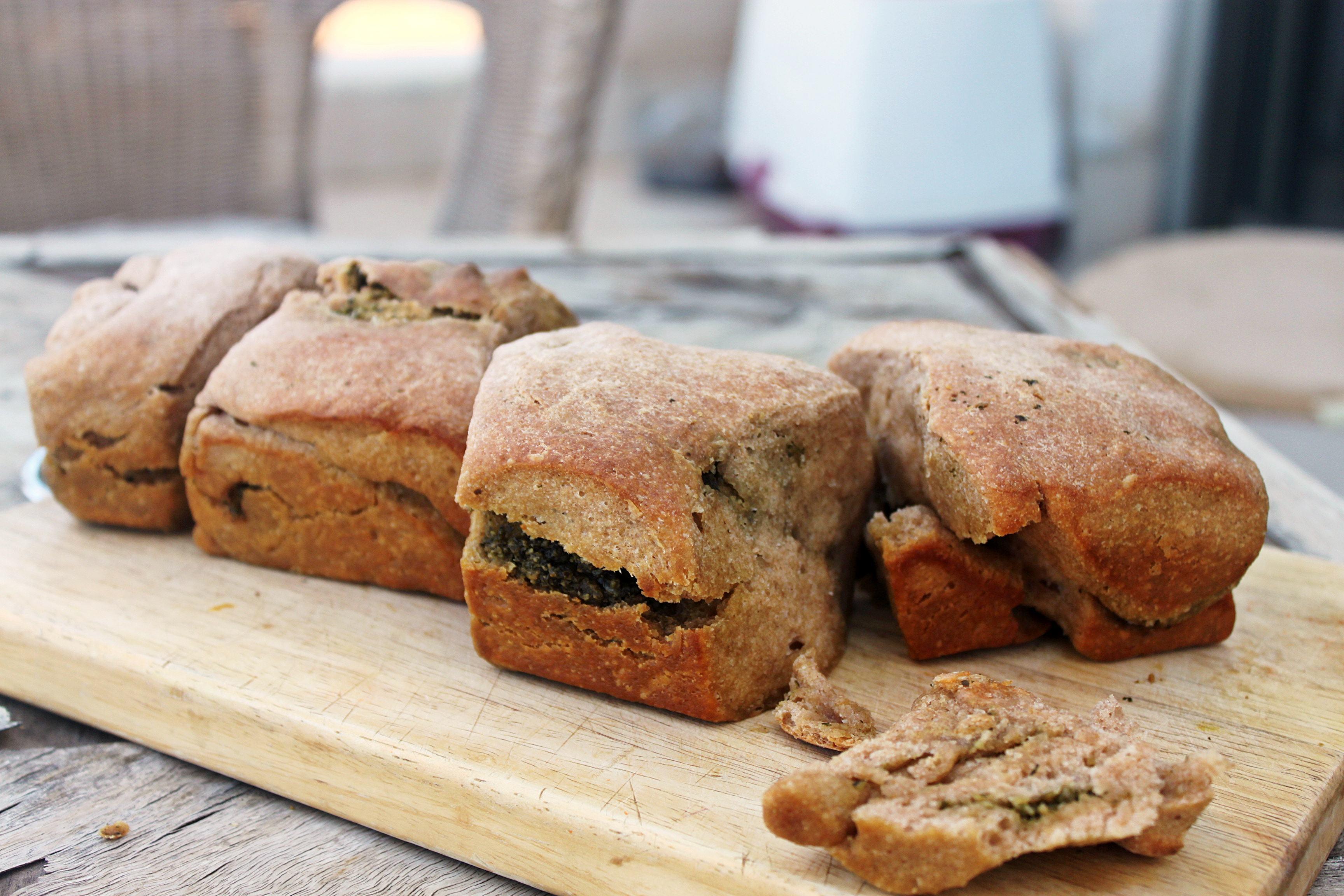 לחם כוסמין ללא שמרים בתוספת פסטו