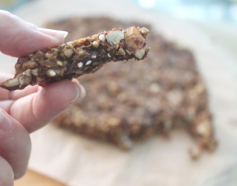 חטיף בוטנים ושוקולד כוסמת ושיבלת שועל