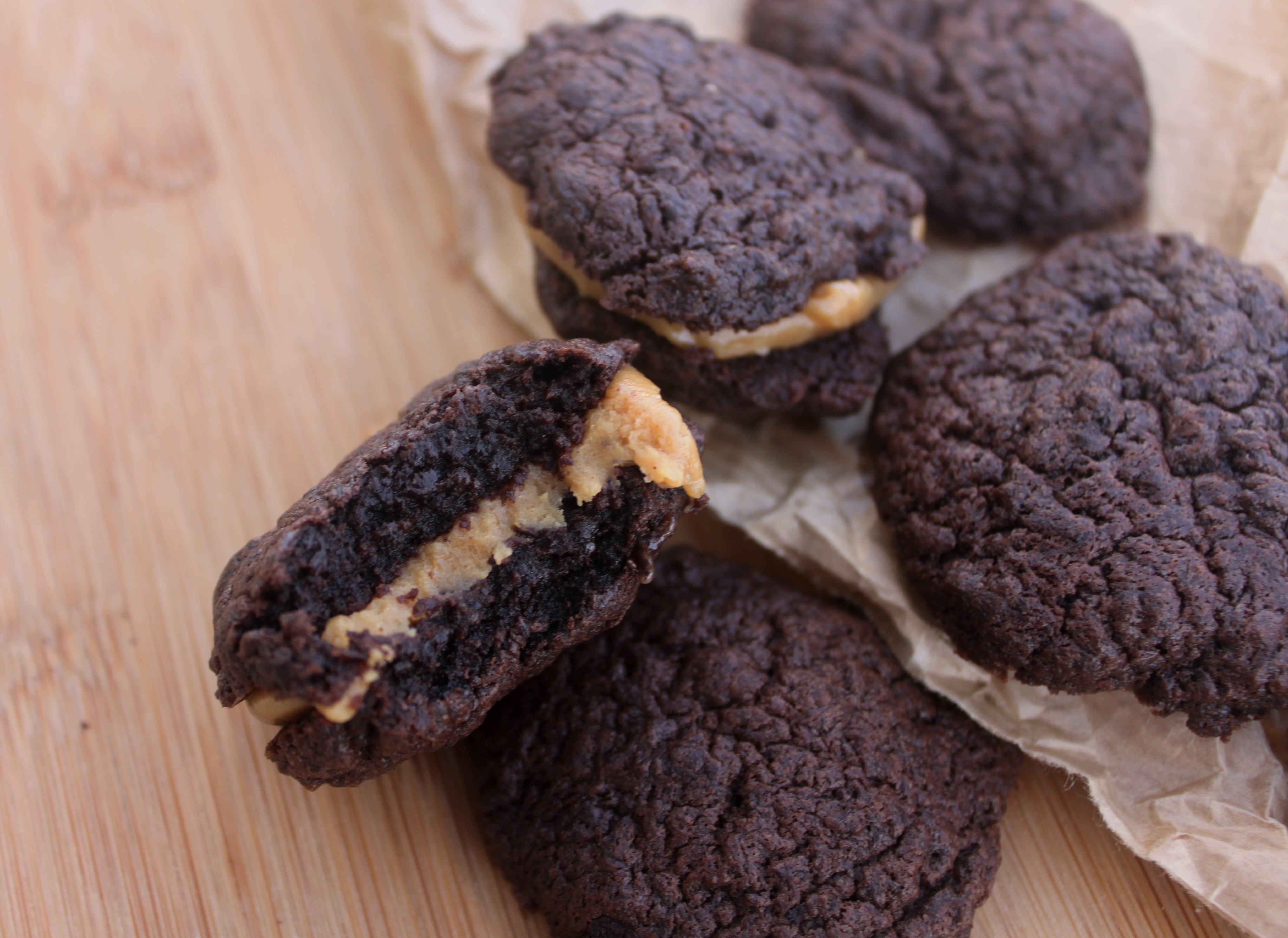 עוגיות חמאת שקדים ושוקולד